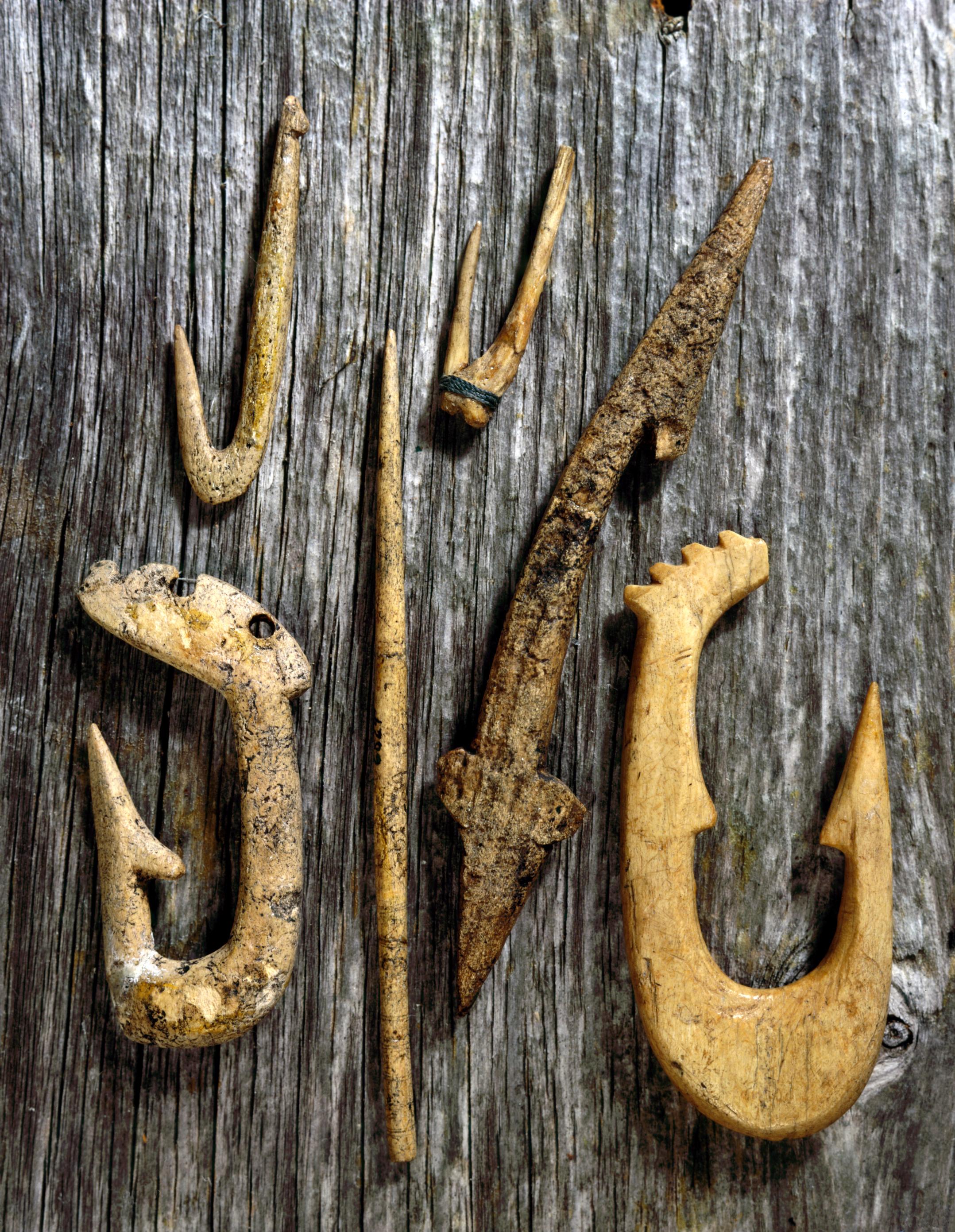 Fiskeredskaper av bein fra Ruskeneset.