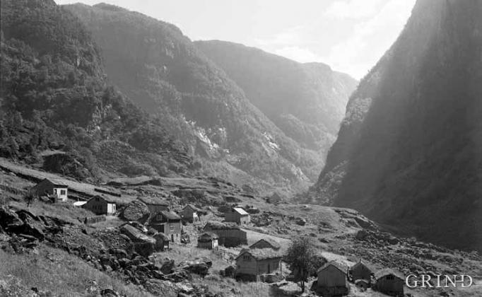 Klyngjetunet i Hjølmodalen tidleg på 1900-talet