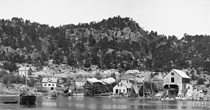 Sagvåg in the early 1900s, with the gate saw and the shipyard to the right in the picture.