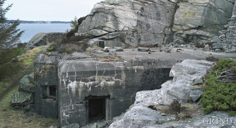 Ramsøy with the remains of the old artillery positions.