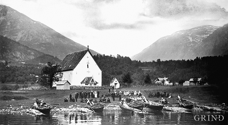 A wedding at Kinsarvik church early in the 1900s.
