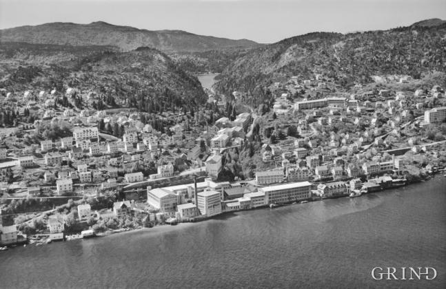 Ytre Arna ca. 1960. (Widerøe's Flyveselskap AS/Billedsamlingen, Universitetsbiblioteket i Bergen)