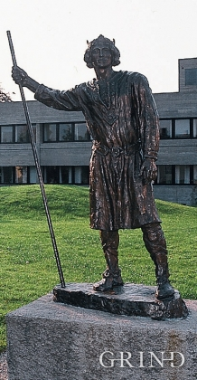 Statue of Magnus Erlingsson by the Town Hall in Etne.