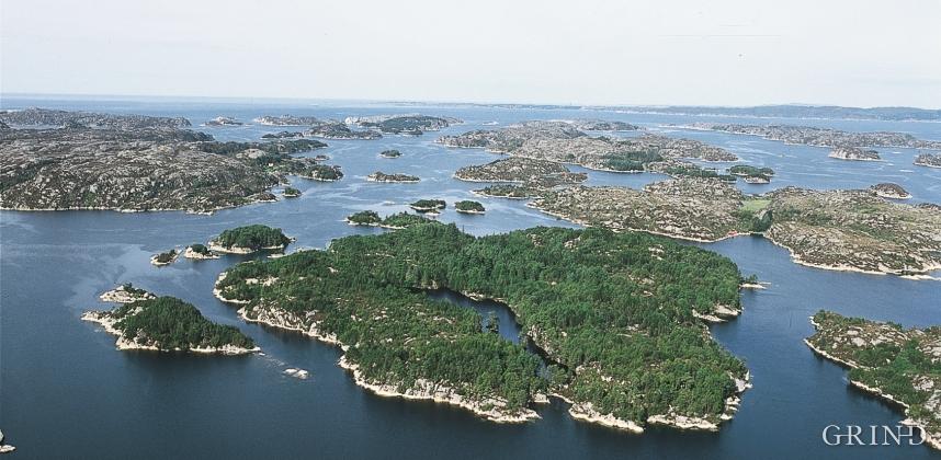 The green Hisøya Island