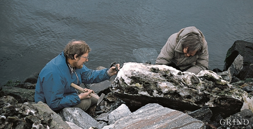 Amateur geologist Torgeir Garmo at work taking out crystals from the rock.