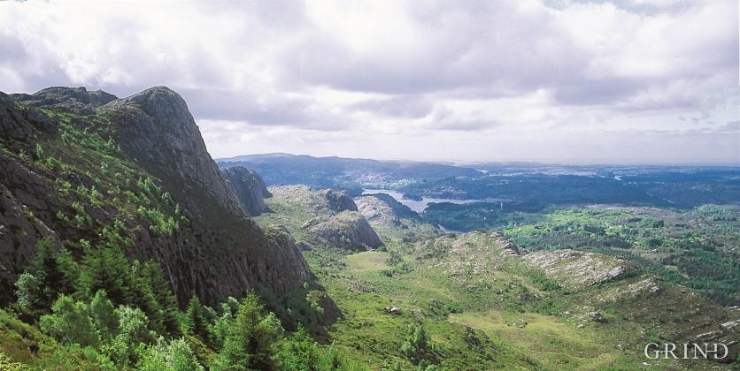 Skorafjellet sørover mot Tellnes og Skogsvågen