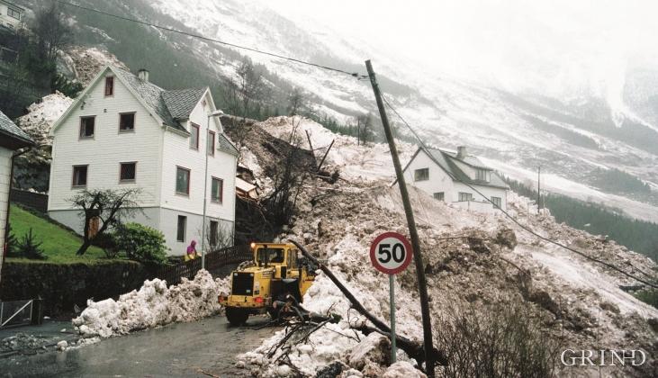 Avalanche - landslide accident at Kalvanes in Odda in January, 1993.