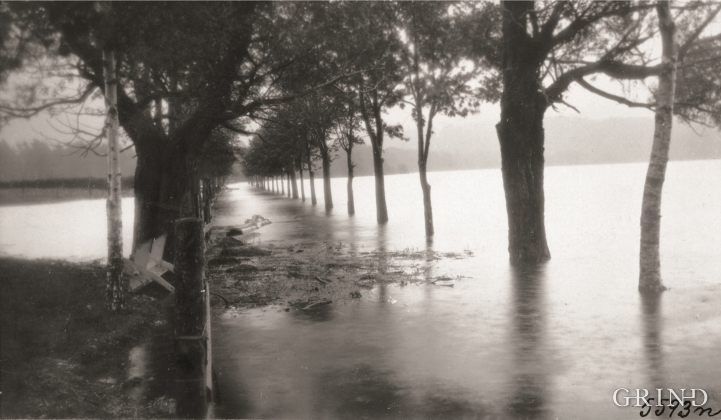 Vicarage Alley during the big flood on the 28th of September, 1917.