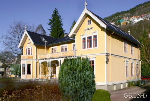 Villa Kalfarvei 37 (Knut Strand)