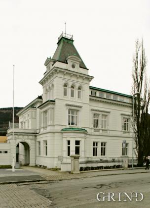 Muséplassen 1 (Knut Strand)