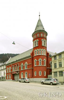 Den gamle brannstasjon (Knut Strand)