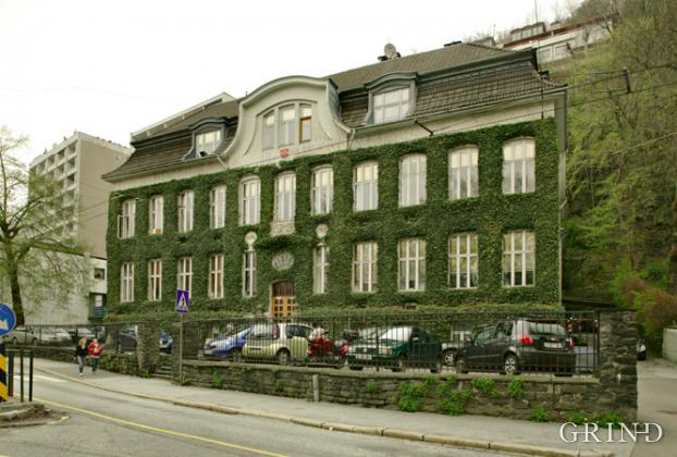 Bergens Handelsgymnasium (Knut Strand)