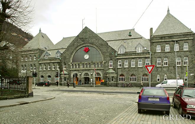 Jernbanestasjonen (Knut Strand)
