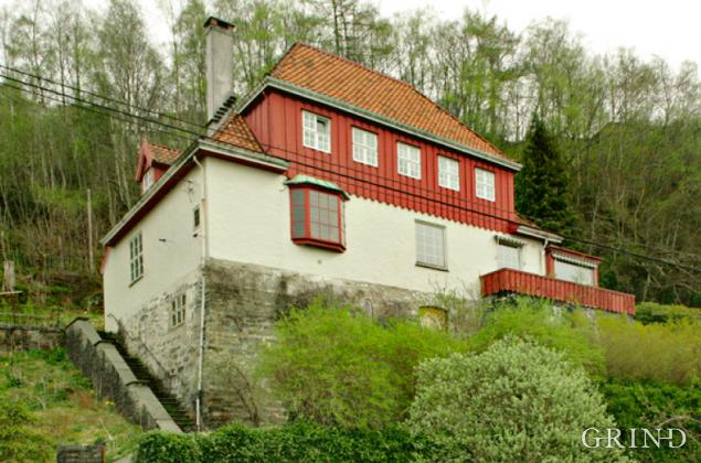Øvre Kalfarlien 42 (Knut Strand)