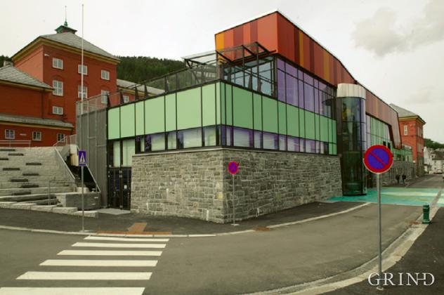 Ny-Krohnborg skole (Knut Strand)