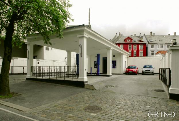 Bensinstasjon Lars Hillesgate (Knut Strand)