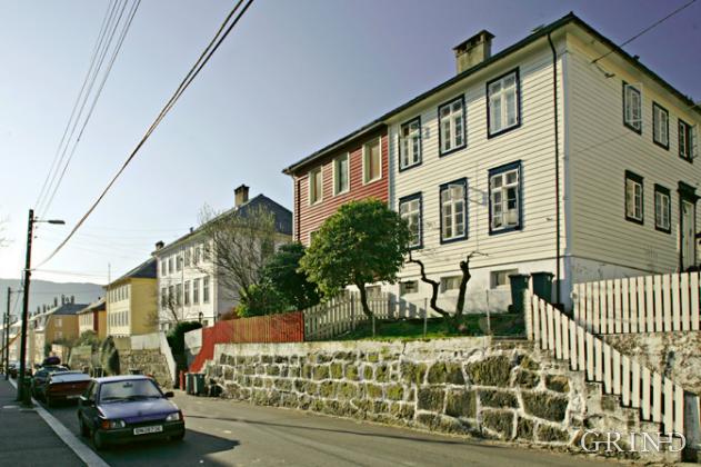 Dobbelthus i Lien (Knut Strand)