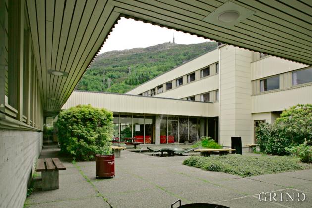 Haukeland Sykepleierhøyskole (Knut Strand)