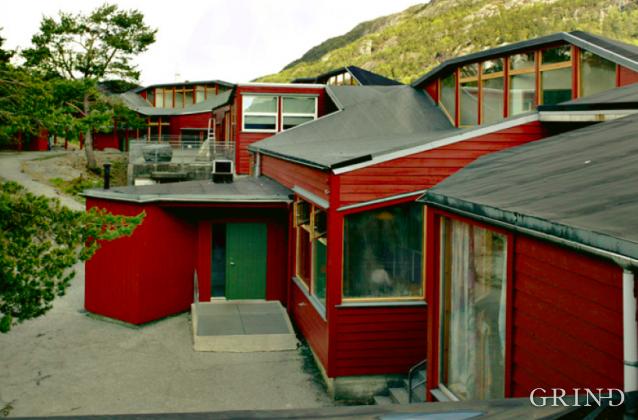 Loddefjord Skole (Knut Strand)