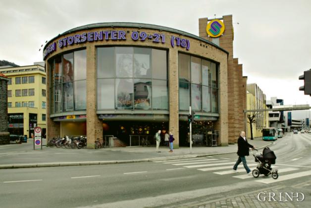 Bystasjonen - Bergen Storsenter (Knut Strand)