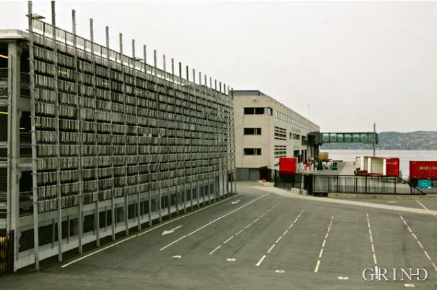 Hurtigrute-terminal og parkeringshus (Knut Strand)