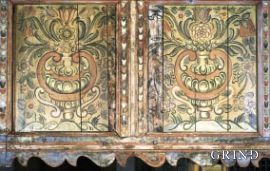 The decorative painting on the gallery front from the middle of 1600 has been recreated