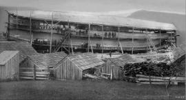 Skipsbygging i Skålafjøro 1903.