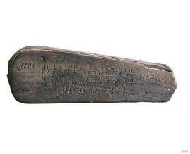 Runic alphabet on a fiddle case from Tørvikbygd