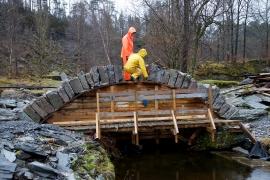 Frå bygginga av Nesbrua