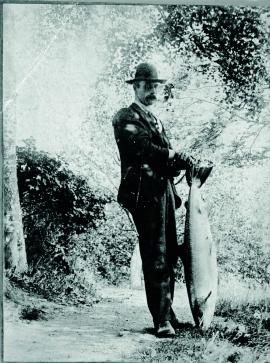 Storfangst etter fiske i Etneelva i byrjinga av førre hundreåret.