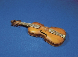 Hardanger fiddle made by Johannes Bårdson Tveit.
