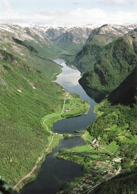 From Øvre Helland and inward over Lake Steinslandsvatnet.