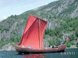 Rekonstruksjon av ei av dei gamle, flatbotna ostraskutene som segla i den lokale fraktefarten