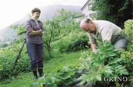 Einar Rekve dyrkar vossakvann og held såleis ein gammal tradisjon på Voss i hevd