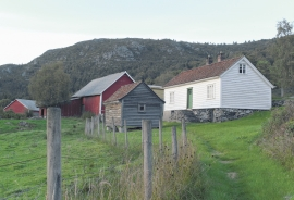 The farm steading of Årskog.