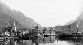 Odda around the turn of the former century, with the new Hotel Hardanger