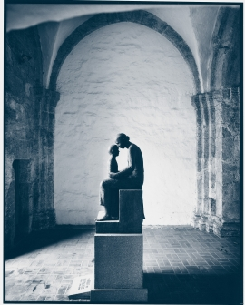 Hans Jacob Meyer's sculpture Mother and child from 1954, steeple base, Nonneseter monastery