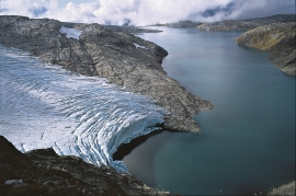 The icefall from Folgefonna calves out in Lake Juklavatnet.