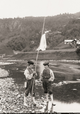 Boys fishing from the river at Steinsdalsfossen