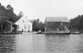 The trading post Kvalesund in Os, around 1900