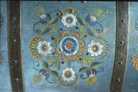 Section of the lid of the chest painted around 1830, by Nils Johannesson Tveiterås