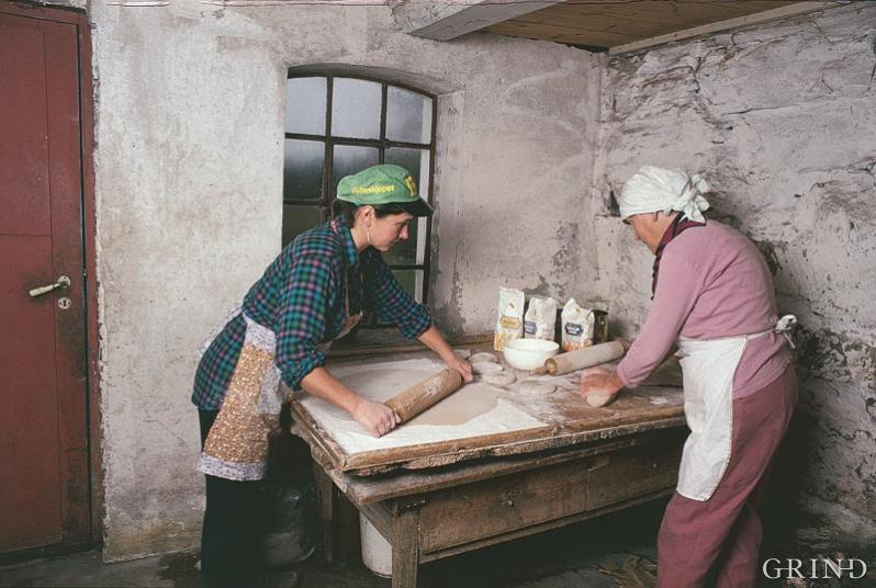 Lefser og krotakaker frå HardangerThin flatbread and farm cakes from Hardanger