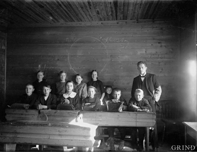 Teachers and pupils in the classroom at Leirvik