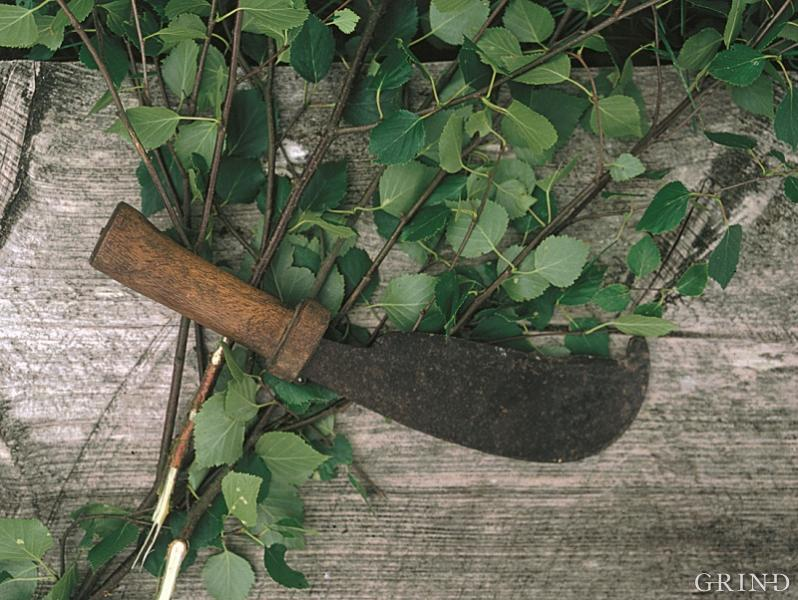 The leaf knife (sickle)