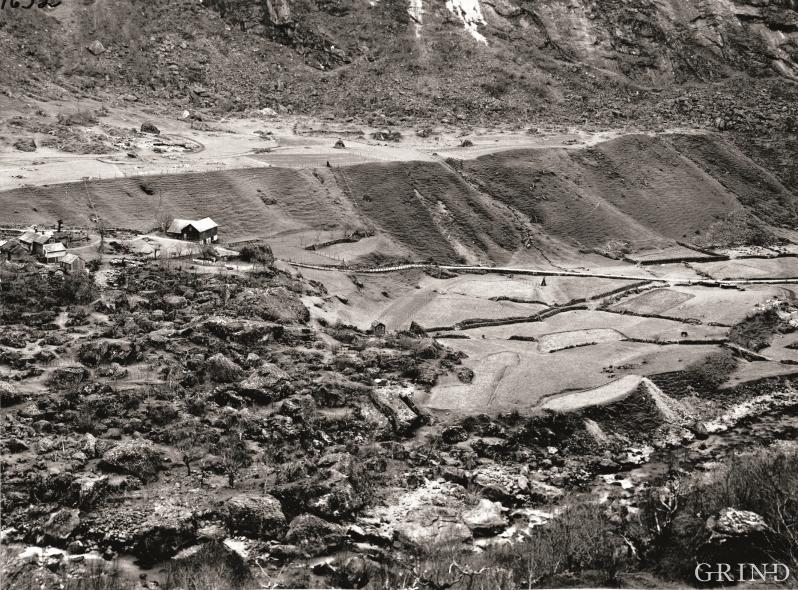 Tveit øvst i Simadalen, Eidfjord, tidleg i førre hundreåret