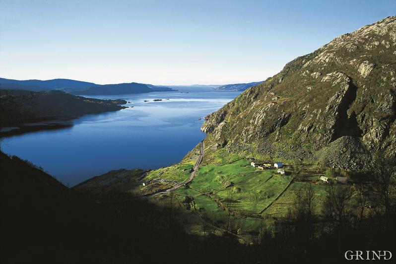 Mot Austfjorden og Fensfjorden frå Dyrdal